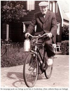 Foto van in Zunderdorp fietsende Jacob van Zalinge